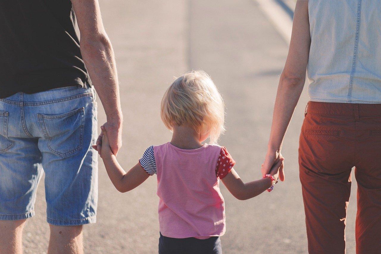 affection, beach, parents